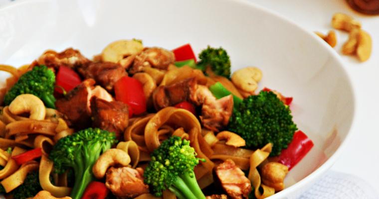 Bami met zalm en broccoli