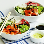 Sushi bowl met warmgerookte zalm