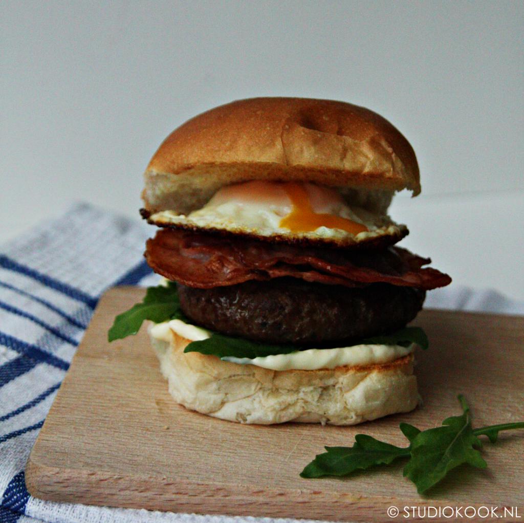 eiburger met spek en rucola