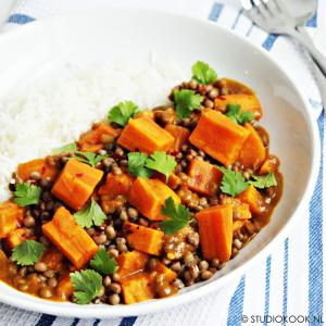 curry met zoete aardappel en linzen