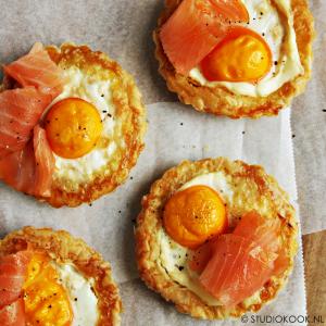 taartjes met ei en zalm