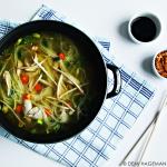 Rijkgevulde kippensoep met rijstmie