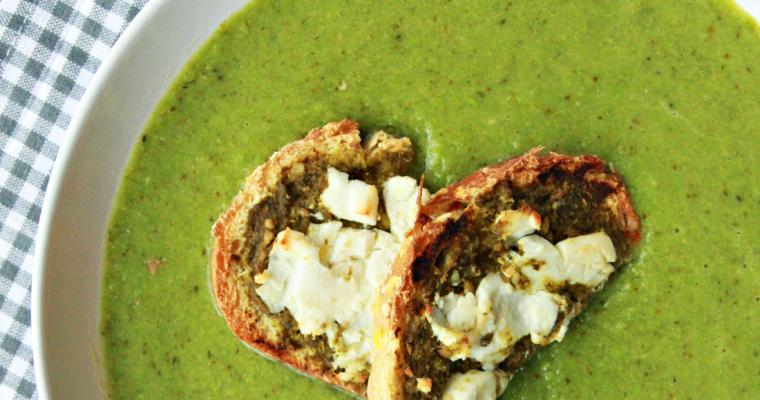 Broccoli-doperwtensoep met geitenkaascroutons