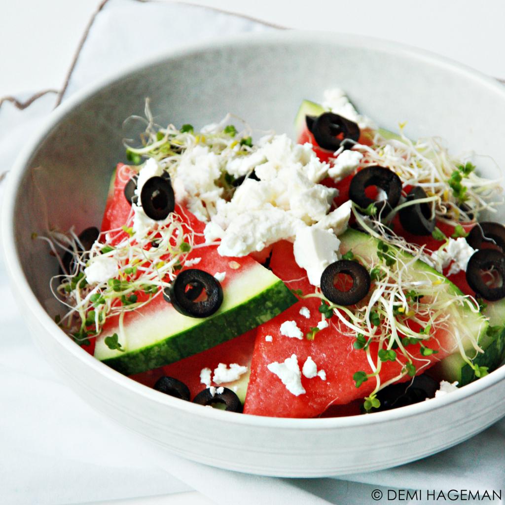 watermeloensalade met feta, olijven en kiemgroenten / hartige recepten met watermeloen