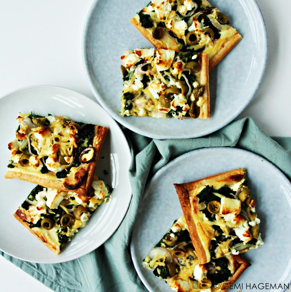 plaattaart met spinazie feta en olijven