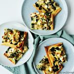 Plaattaart met spinazie, feta en olijven