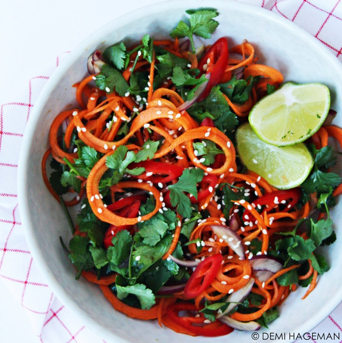 Thaise wortelsalade met gember en limoen