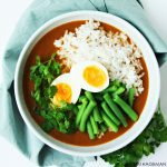 Zoete aardappelsoep met rijst en sperziebonen