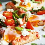 Snel & Simpel: Turks brood pizza met groene asperges en feta