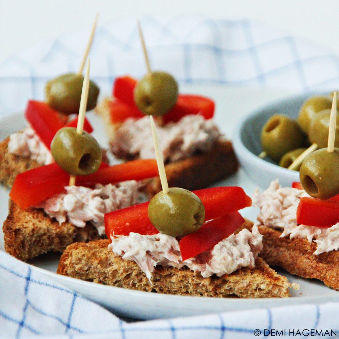 pinchos met tonijnsalade en paprika
