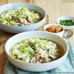 Maaltijd kippensoep met rijst en spitskool