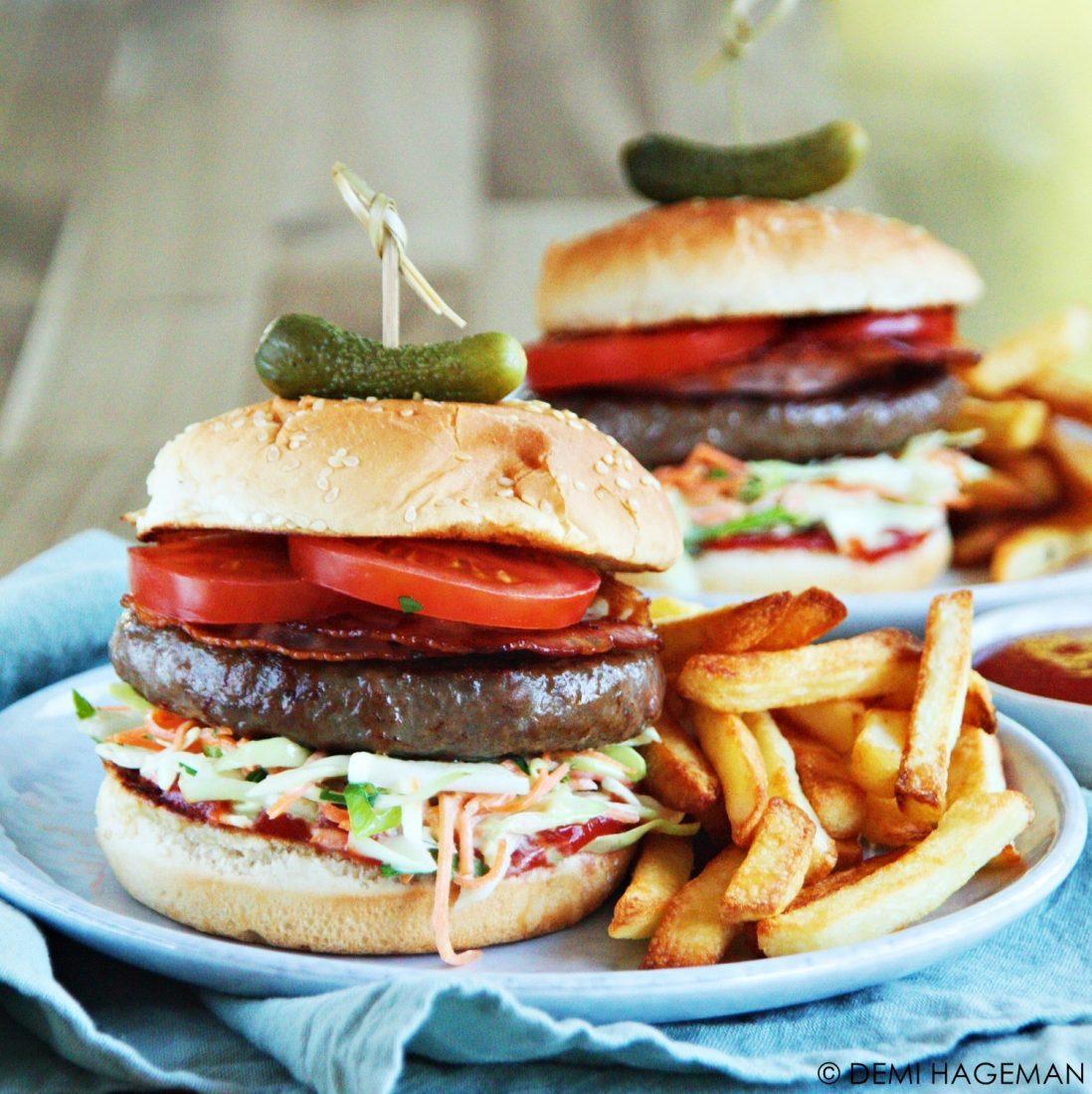 hamburgers met coleslaw