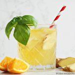 Sinaasappel mocktail met gember en basilicum